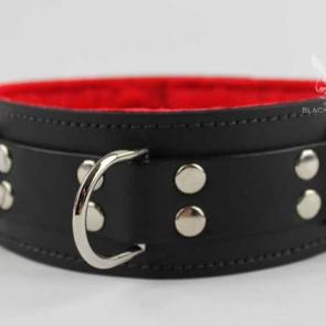 "Black 2"" Lockable Collar With 3 D-Rings & Red Fur Lining"