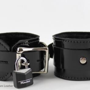 Leather Locking Fur Lined Bondage Restraints